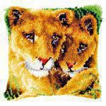 Vervaco PN-0147954 Kn�pfkissen L�win mit Jungem