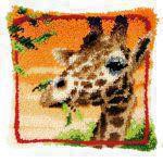 Vervaco PN-0147957 Kn�pfkissen Giraffe isst Bl�tter